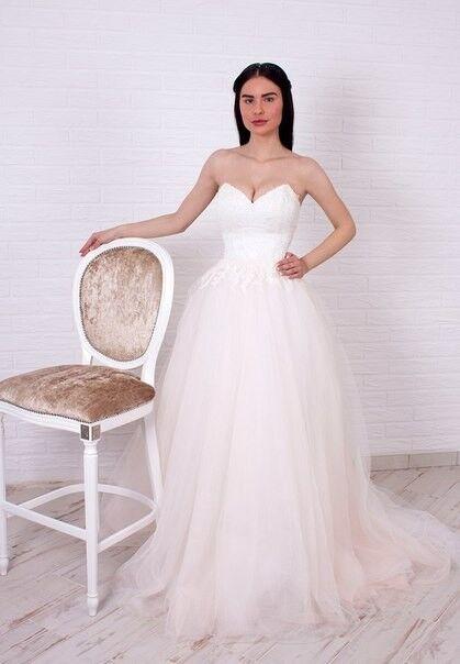 Свадебное платье напрокат Shkafpodrugi Пышное свадебное платье с отрытыми плечами, корсет расшит мелким кружевом 003-16 - фото 1