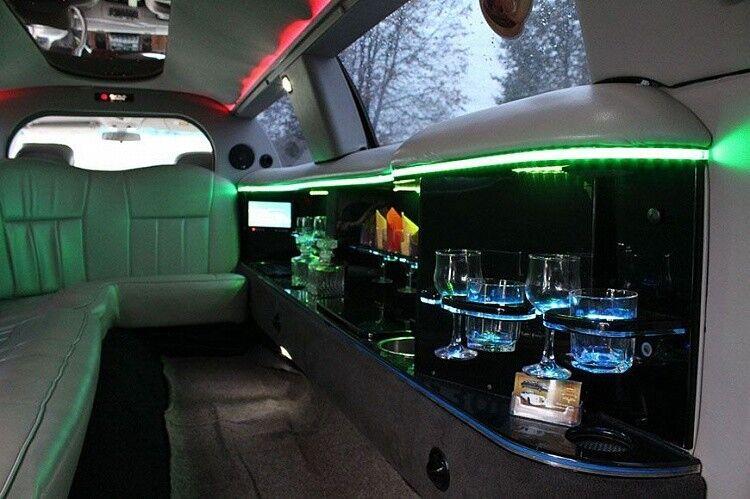 Аренда авто Lincoln Town Car белого цвета, 10 мест - фото 5