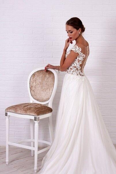 Свадебное платье напрокат Shkafpodrugi Свадебное платье с верхом из крупного кружева с коротким рукавом и юбкой из фатина 004-16 - фото 2