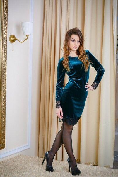 Вечернее платье Shkafpodrugi Платье бархатное зеленого цвета с кружевными вставками - фото 2