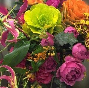 Магазин цветов Прекрасная садовница Букет с брассикой и глориозой - фото 1
