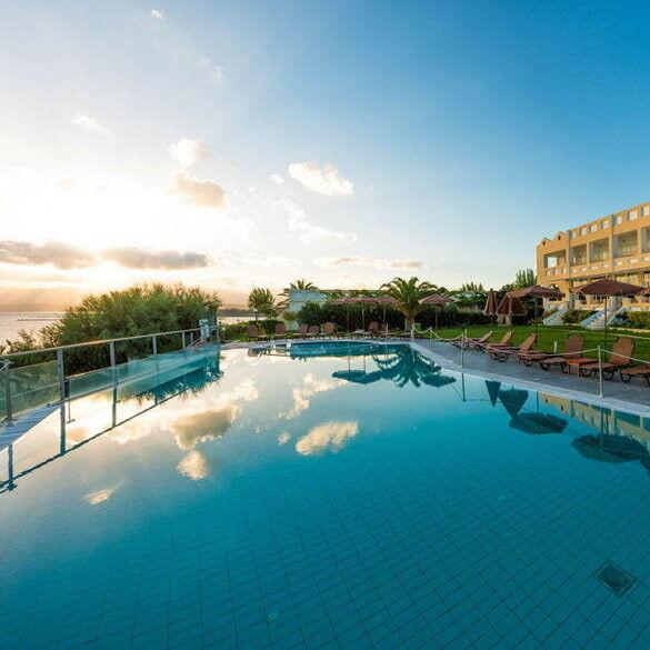 Туристическое агентство EcoTravel Пляжный авиатур в Грецию, Пелопоннес, Niforeika Beach Hotel & Bungalows 3* - фото 1