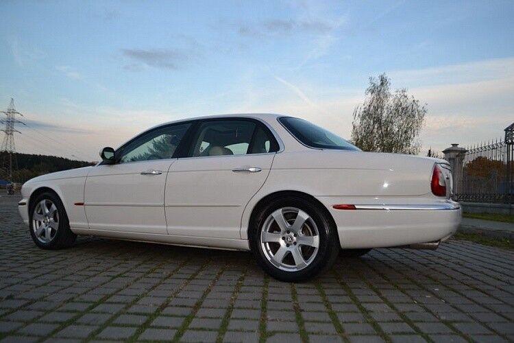 Прокат авто Jaguar XJ8 белого цвета - фото 2
