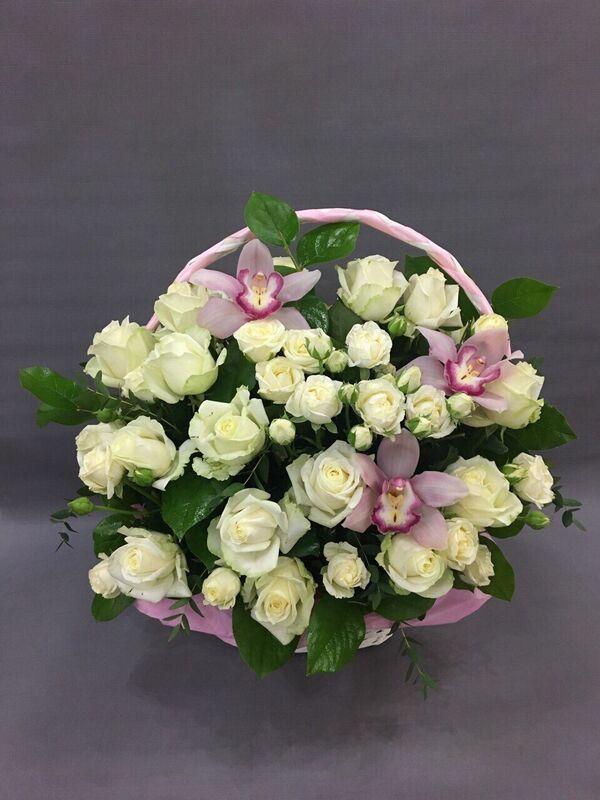 Магазин цветов VGosti.by Корзина с розами «Белорусочка» - фото 1