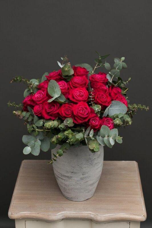 Магазин цветов ЦВЕТЫ и ШИПЫ. Розовая лавка Букет из винных роз Шангри-Ла (диаметр 35 см) - фото 2
