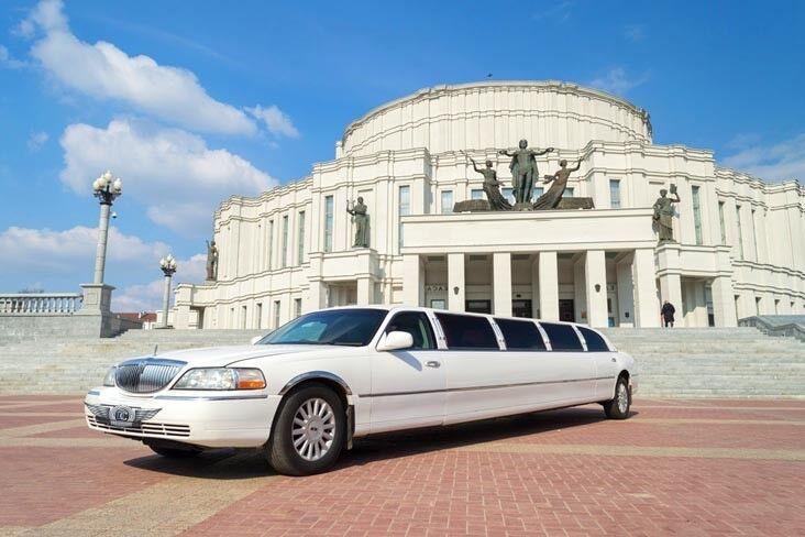 Прокат авто Lincoln Town Car белого цвета, 13 мест - фото 1