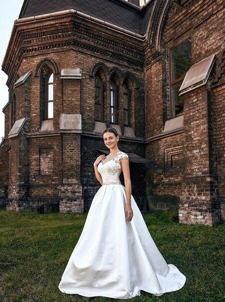 Свадебное платье напрокат Shkafpodrugi Платье свадебное с кружевным декором на декольте 002-16 - фото 1