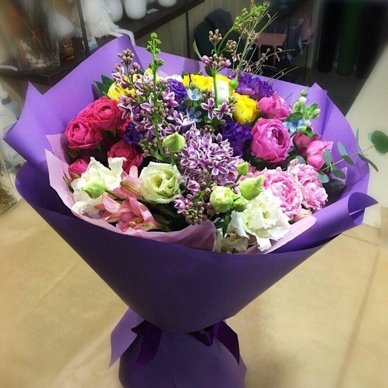 Магазин цветов Прекрасная садовница Букет весенний с сиренью и розами - фото 1