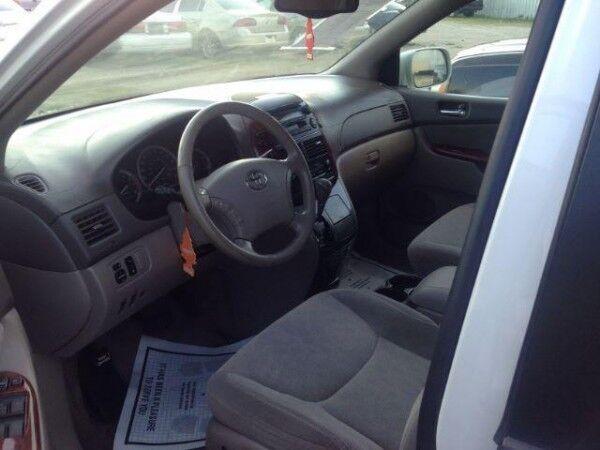 Аренда авто Toyota Sienna 2007 г.в. - фото 3