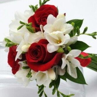 Магазин цветов Фурор Букетик из роз и фрезий - фото 1