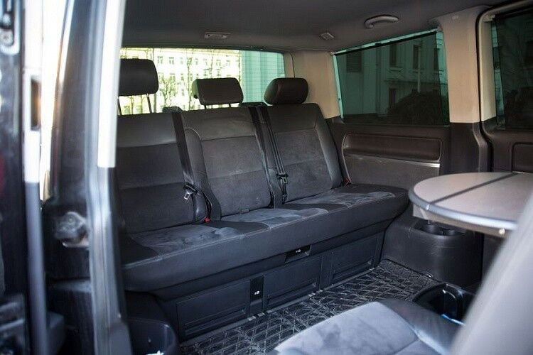 Аренда авто Volkswagen Multivan черного цвета - фото 4