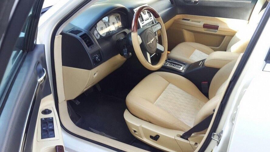 Прокат авто Chrysler 300C White - фото 2