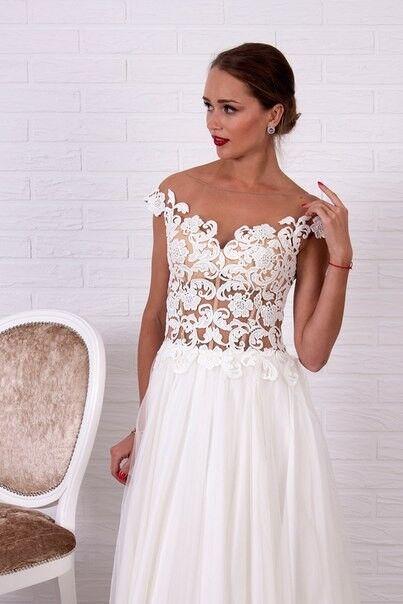 Свадебное платье напрокат Shkafpodrugi Свадебное платье с верхом из крупного кружева с коротким рукавом и юбкой из фатина 004-16 - фото 1