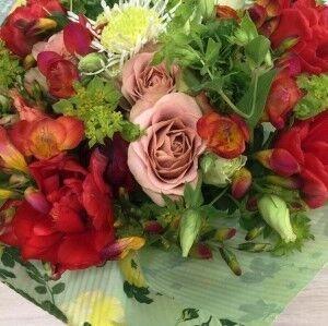 Магазин цветов Прекрасная садовница Букет весенний сочный - фото 1