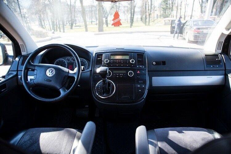 Аренда авто Volkswagen Multivan черного цвета - фото 6