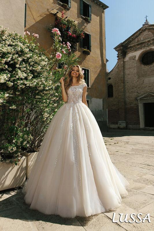 Свадебный салон Bonjour Galerie Свадебное платье Lussa из коллекции La Douceur - фото 1