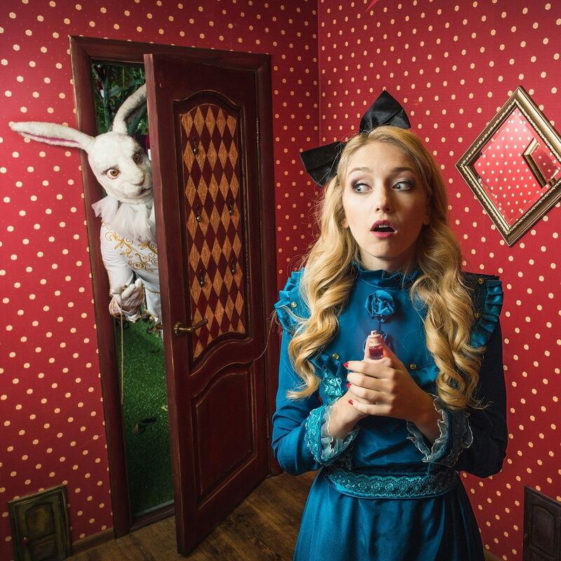 Квест Клаустрофобия Квест «По следам Алисы» на 3 чел. - фото 1