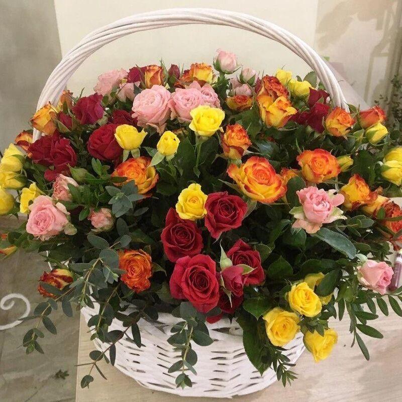 Магазин цветов Прекрасная садовница Корзинка с миксом из кустовых роз - фото 1
