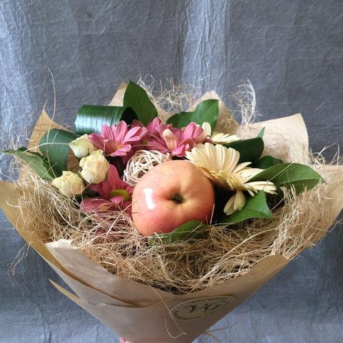 Магазин цветов VGosti.by Букет из фруктов и цветов - фото 3