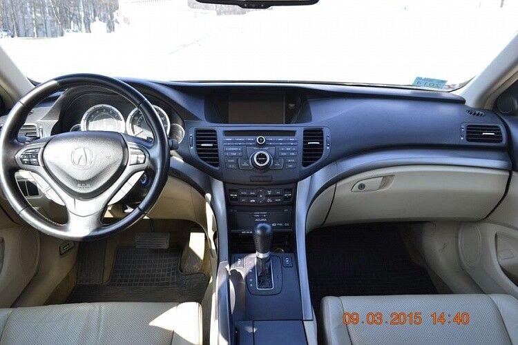 Аренда авто Acura TSX вишневого цвета - фото 6