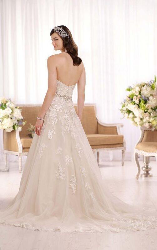 Свадебное платье напрокат Essense of Australia Платье свадебное D2000 - фото 2