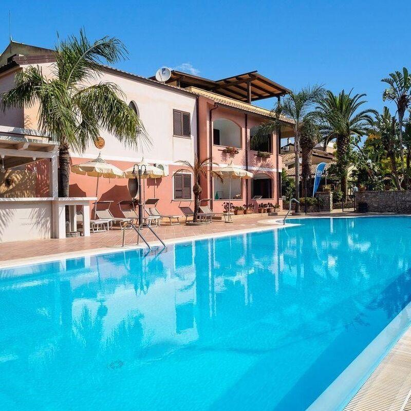 Туристическое агентство Голд Фокс Трэвел Пляжный aвиатур в Италию, Калабрия, Costa Degli Dei Resort 4* - фото 1