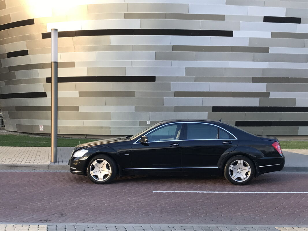 Аренда авто Mercedes-Benz S-Class W221 Long Restyling AMG 4 Matic 5.5 чёрный - фото 3