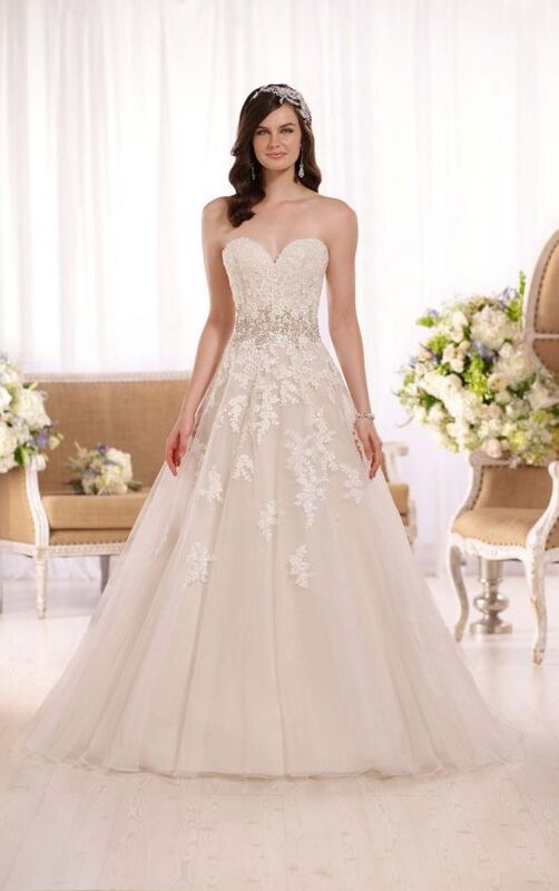 Свадебное платье напрокат Essense of Australia Платье свадебное D2000 - фото 1