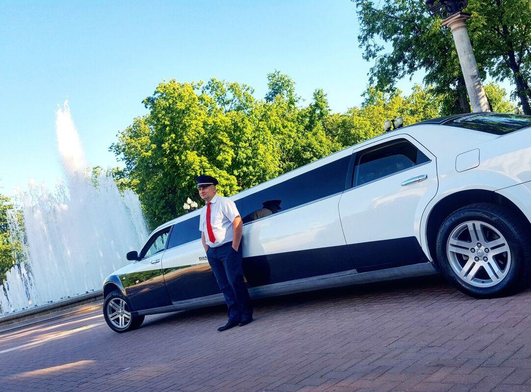 Прокат авто Chrysler 300c Limousine - фото 3