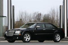 Аренда авто Chrysler 300С (чёрный/белый)