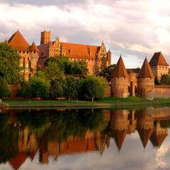 Туристическое агентство ДЛ-Навигатор Экскурсионный автобусный тур «Балтийское приключение: рыцари, янтарь и пряники»