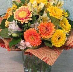 Магазин цветов Прекрасная садовница Букет солнечный c герберами