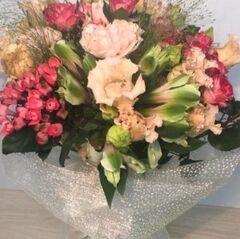 Магазин цветов Прекрасная садовница Букет с эустомой, диантусом и бувардией