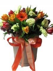 Магазин цветов Florita (Флорита) Шляпная коробка с тюльпанами