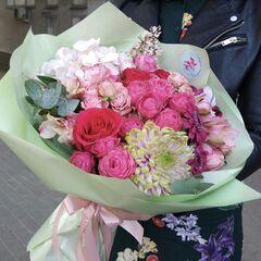 Магазин цветов Прекрасная садовница Букет с гортензией, кустовыми розочками и хризантемой Шарлотт Россон