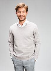 Кофта, рубашка, футболка мужская O'stin Джемпер мужской с V-вырезом MK6V42-T4