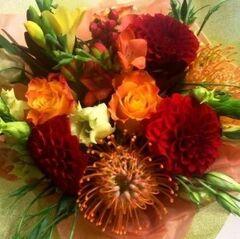 Магазин цветов Прекрасная садовница Букет с георгинами и леукоспермумом