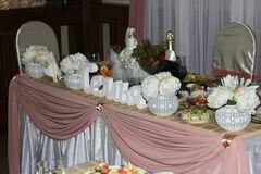 Магазин цветов Lia Цветочые букеты в малых вазах на стол