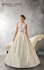 Свадебное платье напрокат Ronald Joyce Свадебное платье 69157