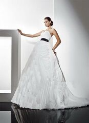 Свадебное платье напрокат Destiny Collection Платье свадебное 1240