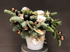 Магазин цветов Florita (Флорита) Новогодняя (рождественская) композиция в кашпо из хвои нобилис с хлопком