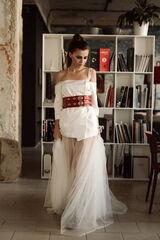 Вечернее платье Кураж Вечернее платье белое с красным поясом