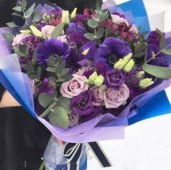 Магазин цветов Прекрасная садовница Букет с анемонами, кустовой розой и эустомой