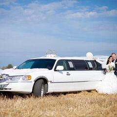 Прокат авто Прокат авто с водителем, Lincoln Town Car белого цвета, 10 мест