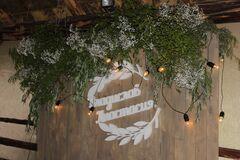 Магазин цветов Lia Зеленые и цветочные гирлянды на ширму