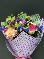 Магазин цветов Florita (Флорита) Букет из 2 сортов роз, буплерума