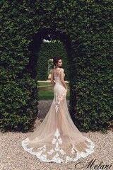 Свадебный салон Bonjour Свадебное платье Melani из коллекции Royal Luxury 2018