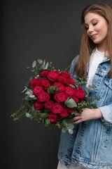 Магазин цветов ЦВЕТЫ и ШИПЫ. Розовая лавка Букет из винных роз Шангри-Ла (диаметр 35 см)