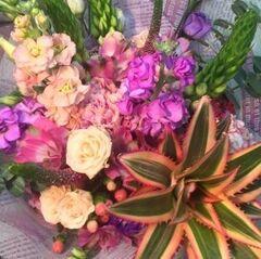 Магазин цветов Прекрасная садовница Букет с маттиолой и ананасом