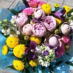 Магазин цветов Прекрасная садовница Букет с кустовой розой Блоссом бабблс